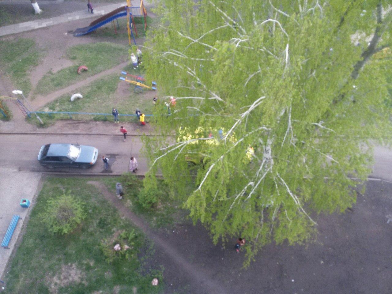 ВТатарстане ребенок  умер  надетской площадке